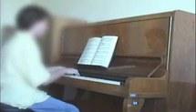 Mobilização de conhecimentos musicais na preparação do repertório pianístico ao longo da formação acadêmica : três estudos de casos (Vídeo 1)